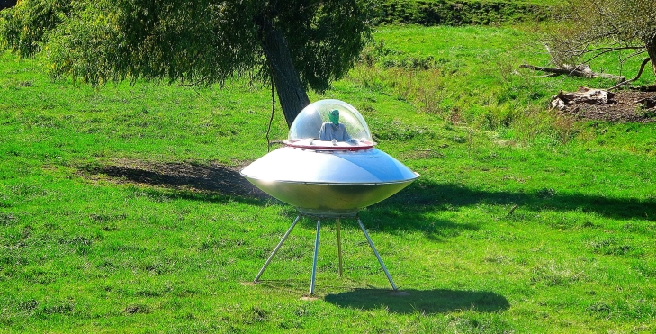 Alien_Flying_Saucer_-_panoramio-2